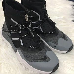 Boys Nike Hurrache Grip shoes